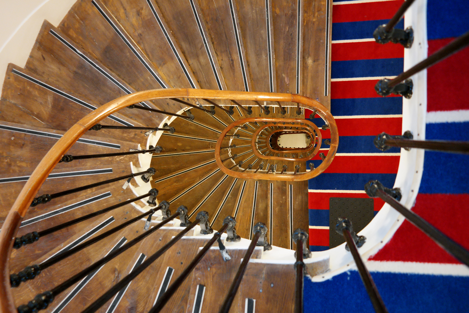 Le 34B hotel astotel paris 34 rue Bergere 75009 stairs view from above french design photo usofparis blog