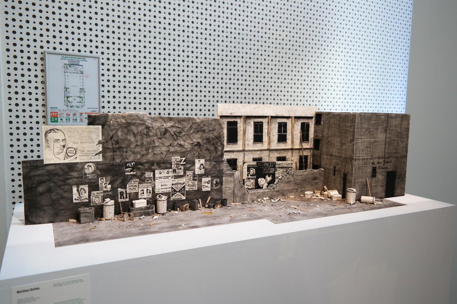 Mathieu Dufois affiches poster 2014 maquette en papier table en bois oeuvre sélection 61e salon de montrouge 2016 art