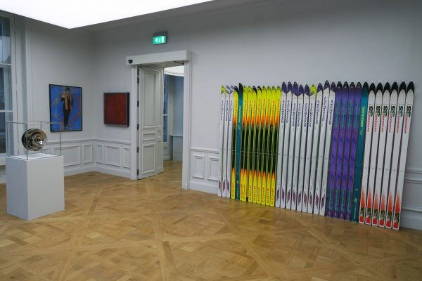 Merci Raymond exposition avis critique Raymond Hains Bertrand Lavier Monnaie de Paris ski Photo by Blog United States of Paris
