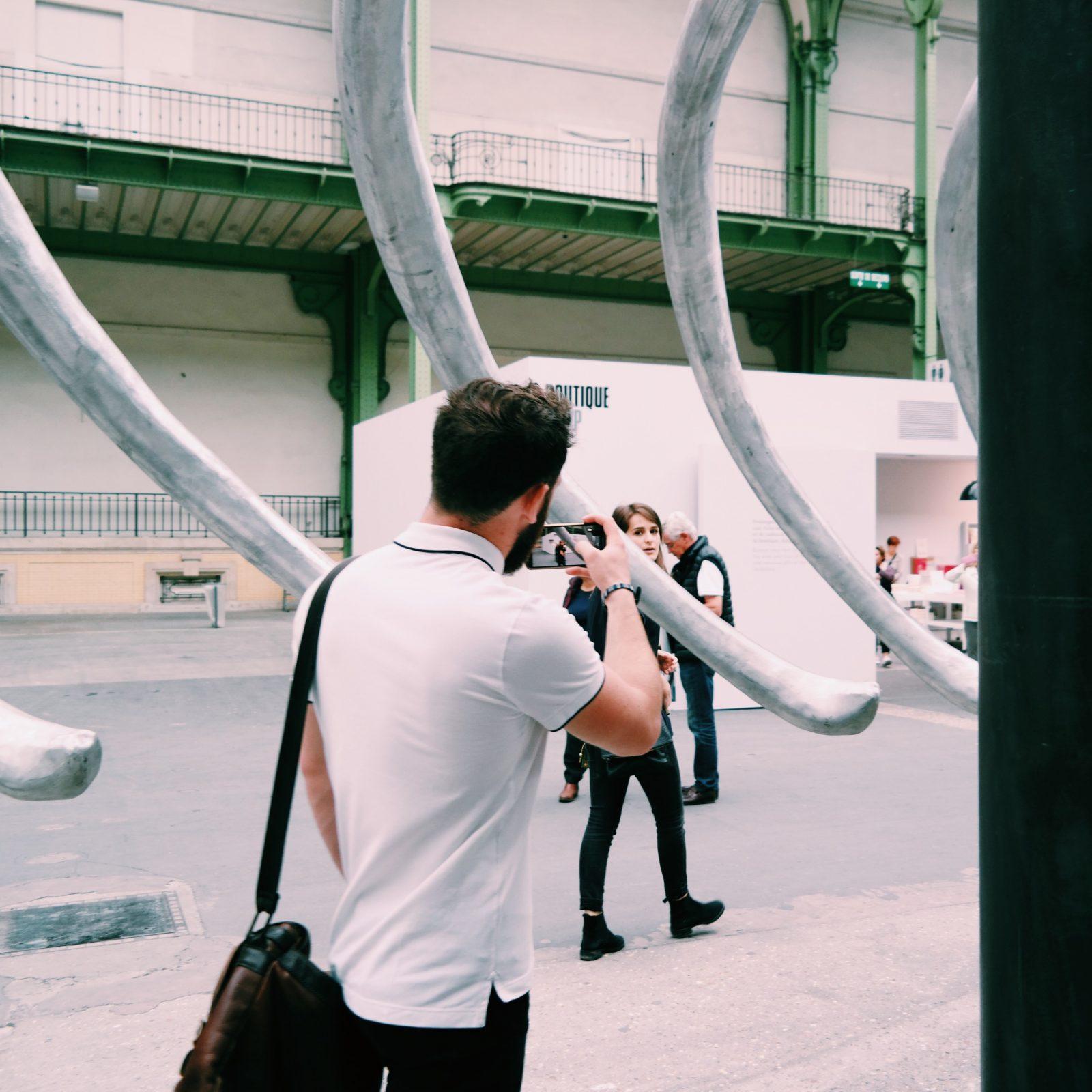 Monumenta-2016-Empires-Huang-Yong-Ping-Grand-Palais-Paris-visiteurs-visitors-Nef-Kamel-Mennour-photo-usofparis-blog