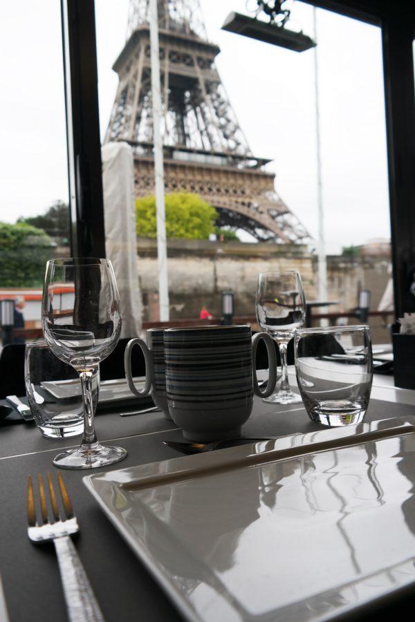 Bateaux parisiens brunch bistro parisien avis tour eiffel croisière visite balade promenade seine port de la bourdonnais Photo by United States of Paris