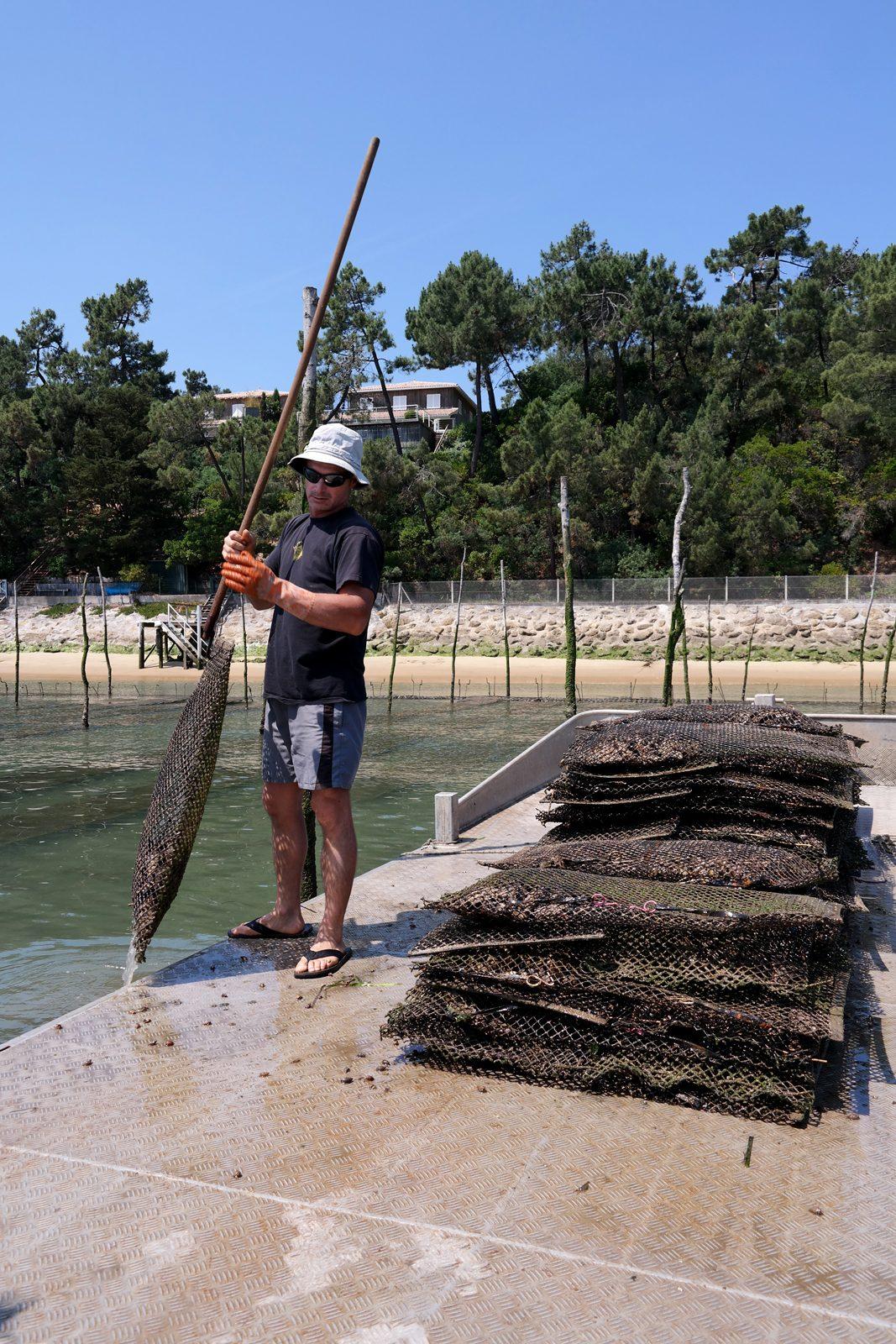 Eric Daugès ostréiculteur du Bassin d arcachon sur son bateau Eole sortie à la marée tourisme photo expérience usofparis blog