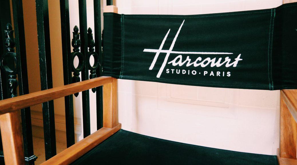 Fauteuil-de-star-de-cinéma-brodé-Studio-Harcourt-rue-de-Lota-Paris-16e-hôtel-particulier-photo-usofparis-blog