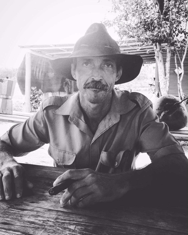 Portrait d'un Cubain, vivant à Viñales, à l'Ouest de l'île. Dans les montagnes, on cultive du tabac mais on produit aussi du café