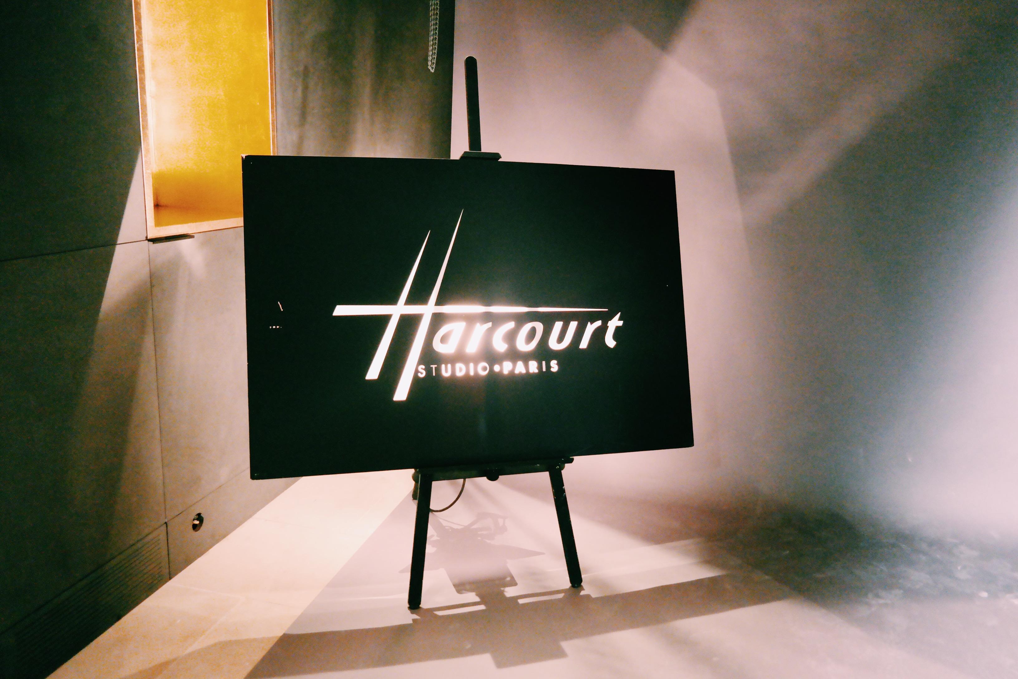 Studio-Harcourt-enseigne-lumineuse-intérieur-loge-maquillage-hôtel-particulier-rue-de-Lota-paris-16e-portrait-star-cinéma-photo-usofparis-blog