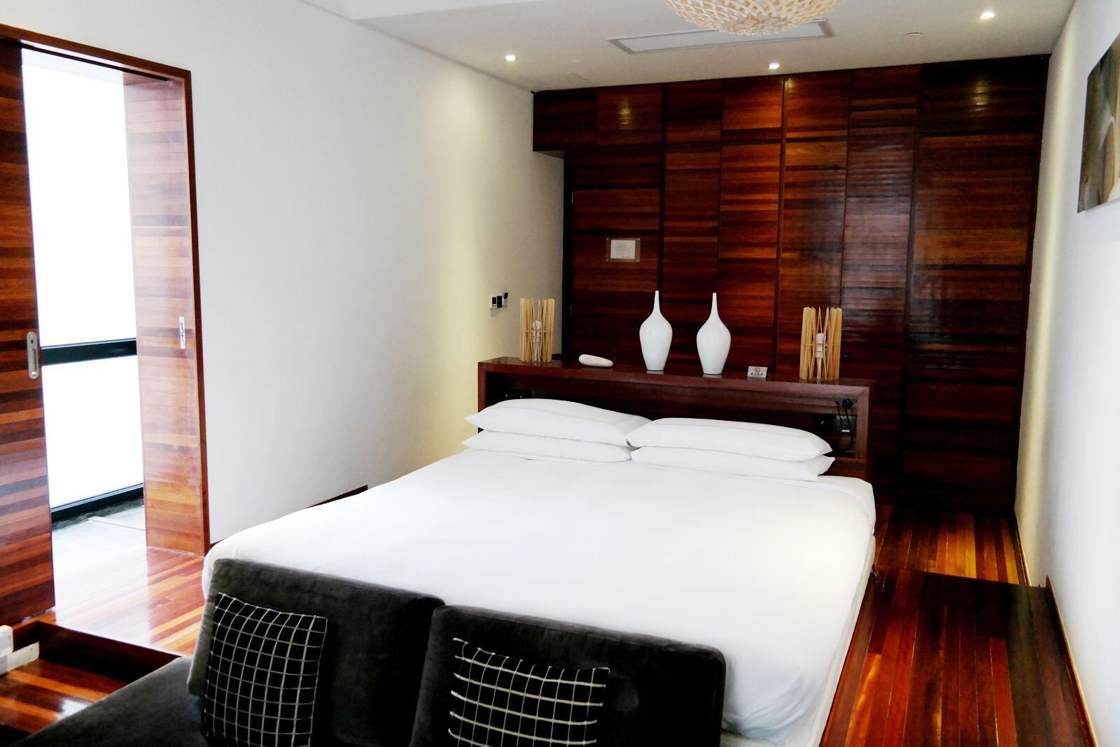 URBN Hotel Shanghai deluxe room bed wood eco chic comfort boutique hotel Tempting Places Jiaozhou Rd Jing'an district photo UsofParis travel blog