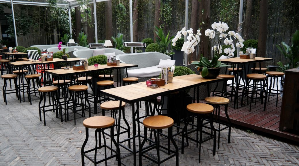 URBN Hotel Shanghai terrasse terrace bar flowers boutique hotel Tempting Places Jiaozhou Rd Jing'an district photo UsofParis travel blog