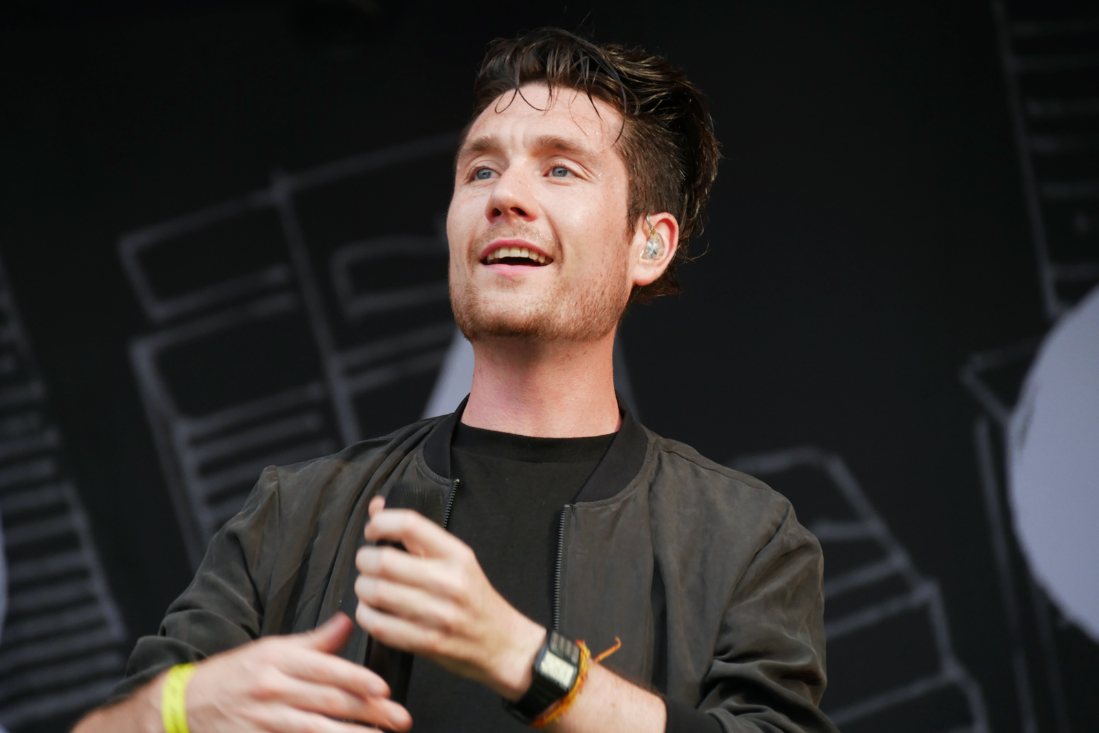 Dan Smith Bastille band singer live concert Rock en Seine 2016 festival paris stage photo usofparis blog