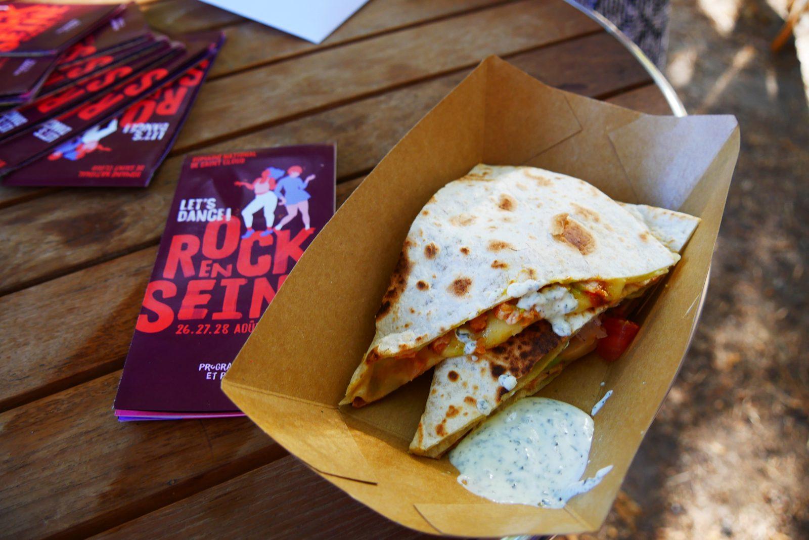 Quesadillas de poulet sauce piquante et fromage raclette richesmonts foodtruck festival Rock en Seine paris photo blog usofparis