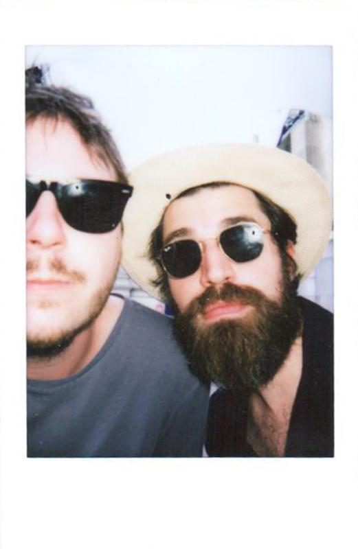 Simon Casier et Jinte Deprez BALTHAZAR groupe musique festival fnac live 2016 polaroid selfie original pour usofparis blog