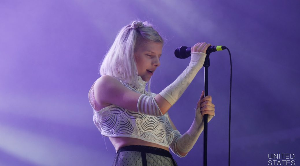Aurora music eyes closed portrait live concert Rock en Seine 2016 stage photo united states of paris blog