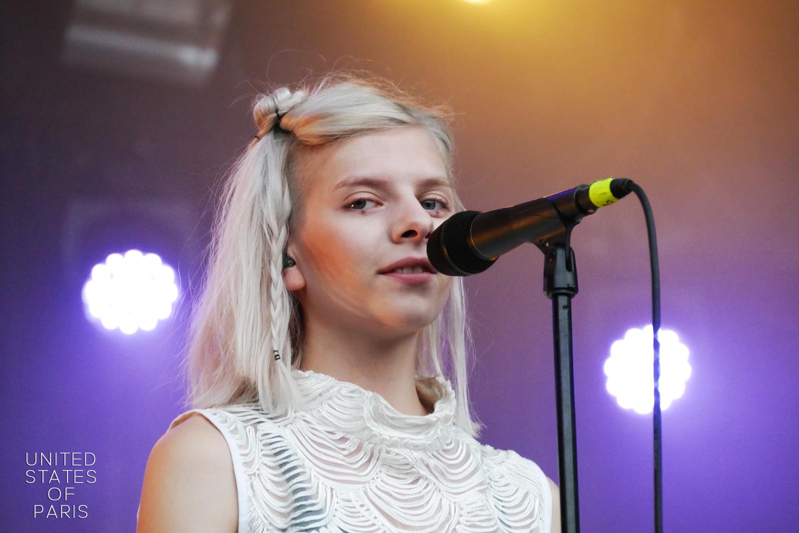 Aurora music eyes portrait live concert Rock en Seine 2016 stage photo united states of paris blog