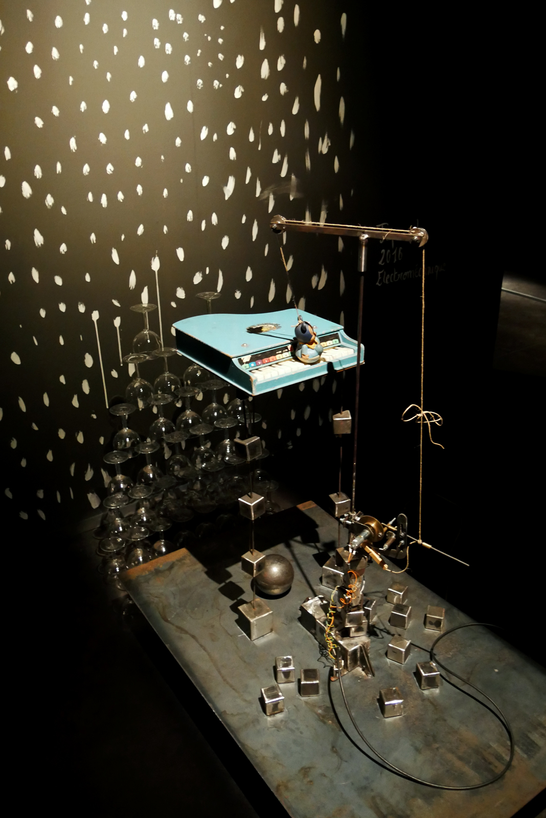 gilbert-peyre-tape-cul-2016-electromecanique-exposition-halle-saint-pierre-paris