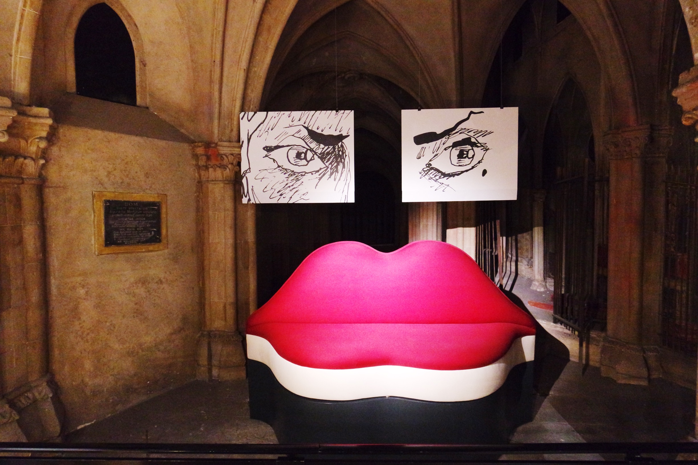 Canapé-Bocca-Mae-West-Salvador-Dali-dessins-Joann-Sfar-exposition-Espace-Dali-Paris-Montmatre-photo-usofparis-blog