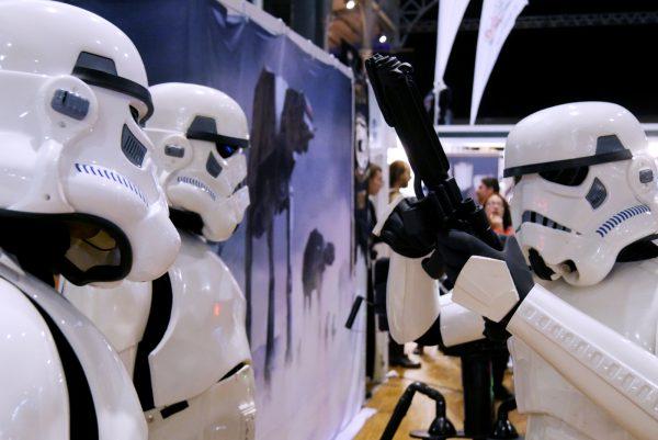 comic-con-paris-2016-expo-avis-la-villette-501st-legion-french-starwars-garrison-stormtrooper-costume-photo-by-united-states-of-paris