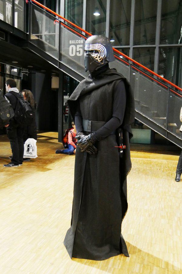comic-con-paris-2016-expo-avis-la-villette-starwars-kylo-ren-cosplay-costume-photo-by-united-states-of-paris