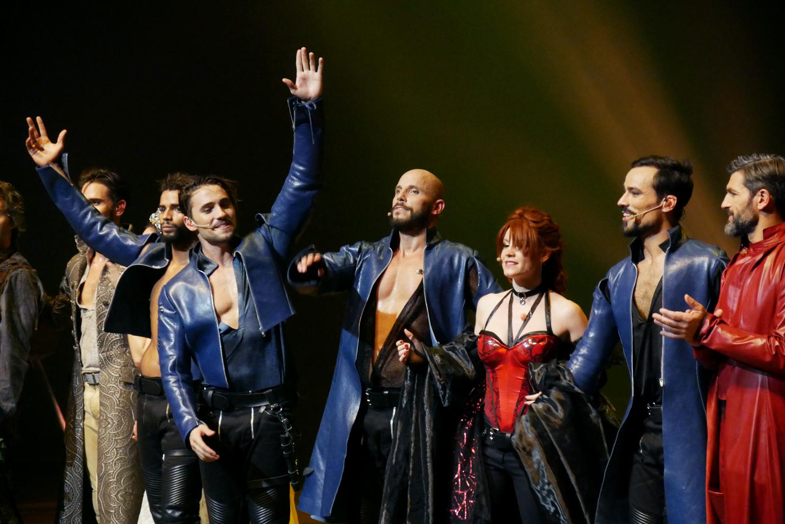 les-3-mousquetaires-le-spectacle-comedie-musicale-brahim-zaibat-olivier-dion-david-ban-emji-damien-sargue-photo-scene-usofparis-blog