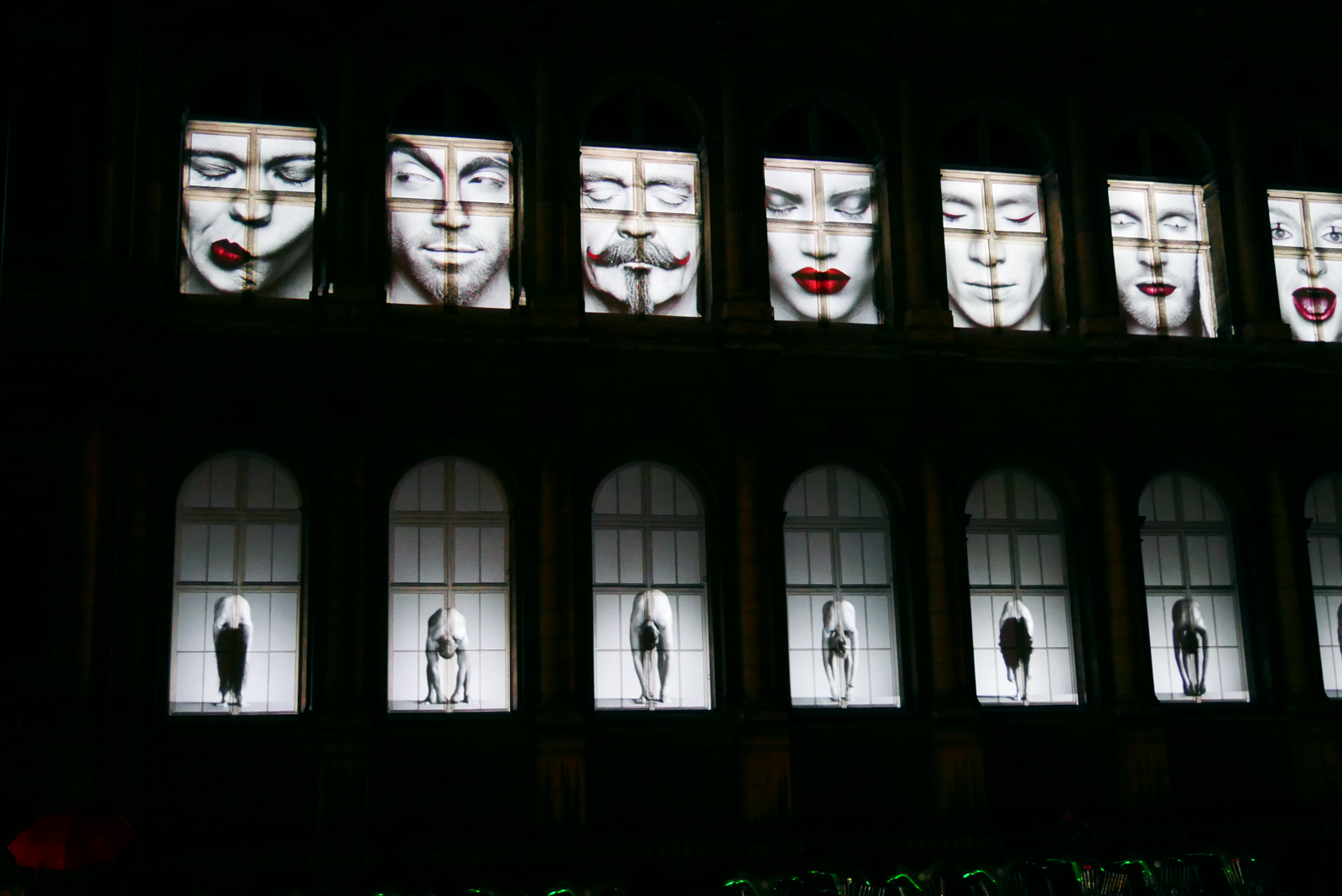 nuit-blanche-2016-paris-leveil-erwin-olaf-projection-video-hotel-de-ville-photo-usofparis-blog