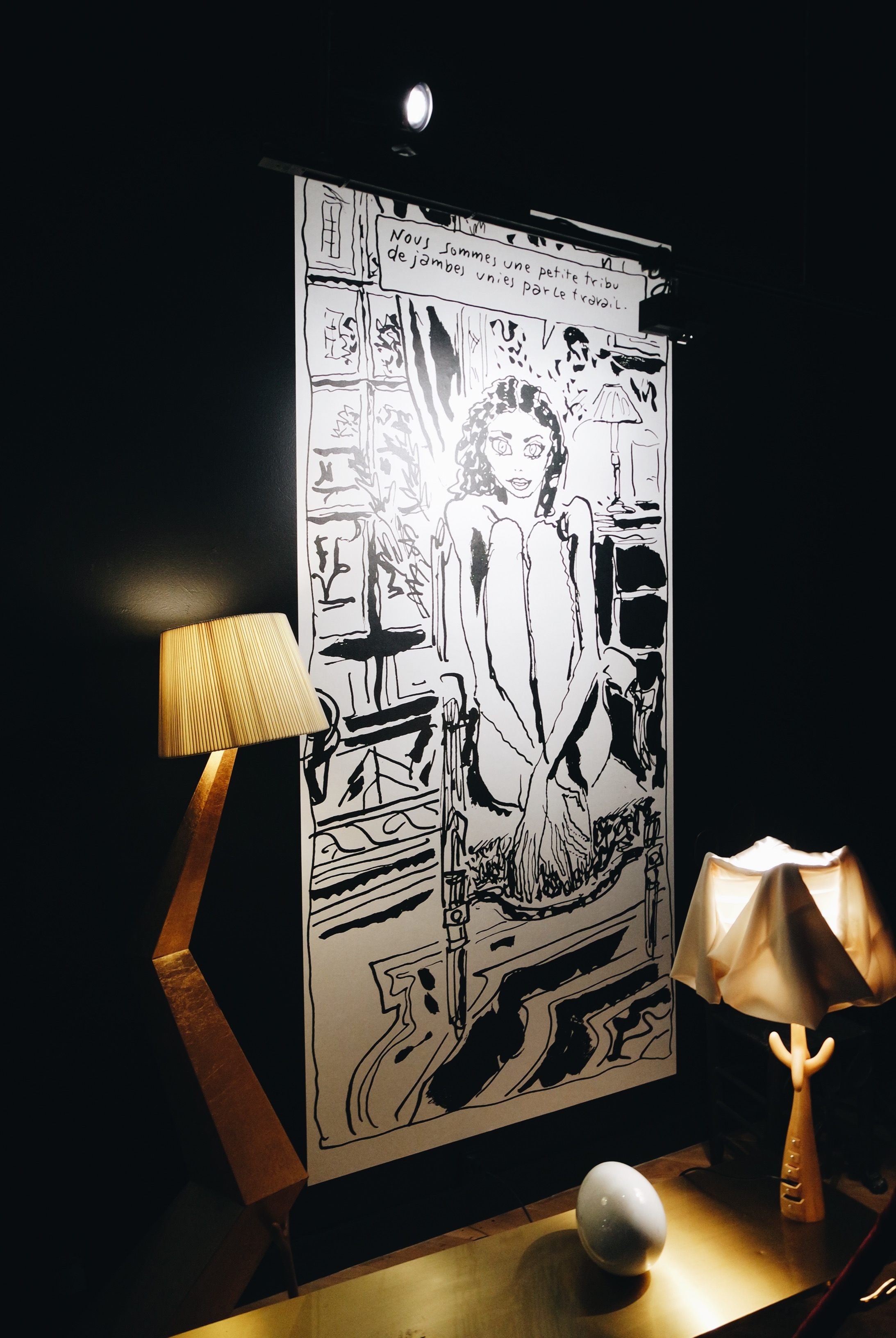 Salvador-Dali-lampes-Bracelli-Cajones-table-basse-Leda-dessin-Joann-Sfar-exposition-Espace-Dali-Paris-Montmartre