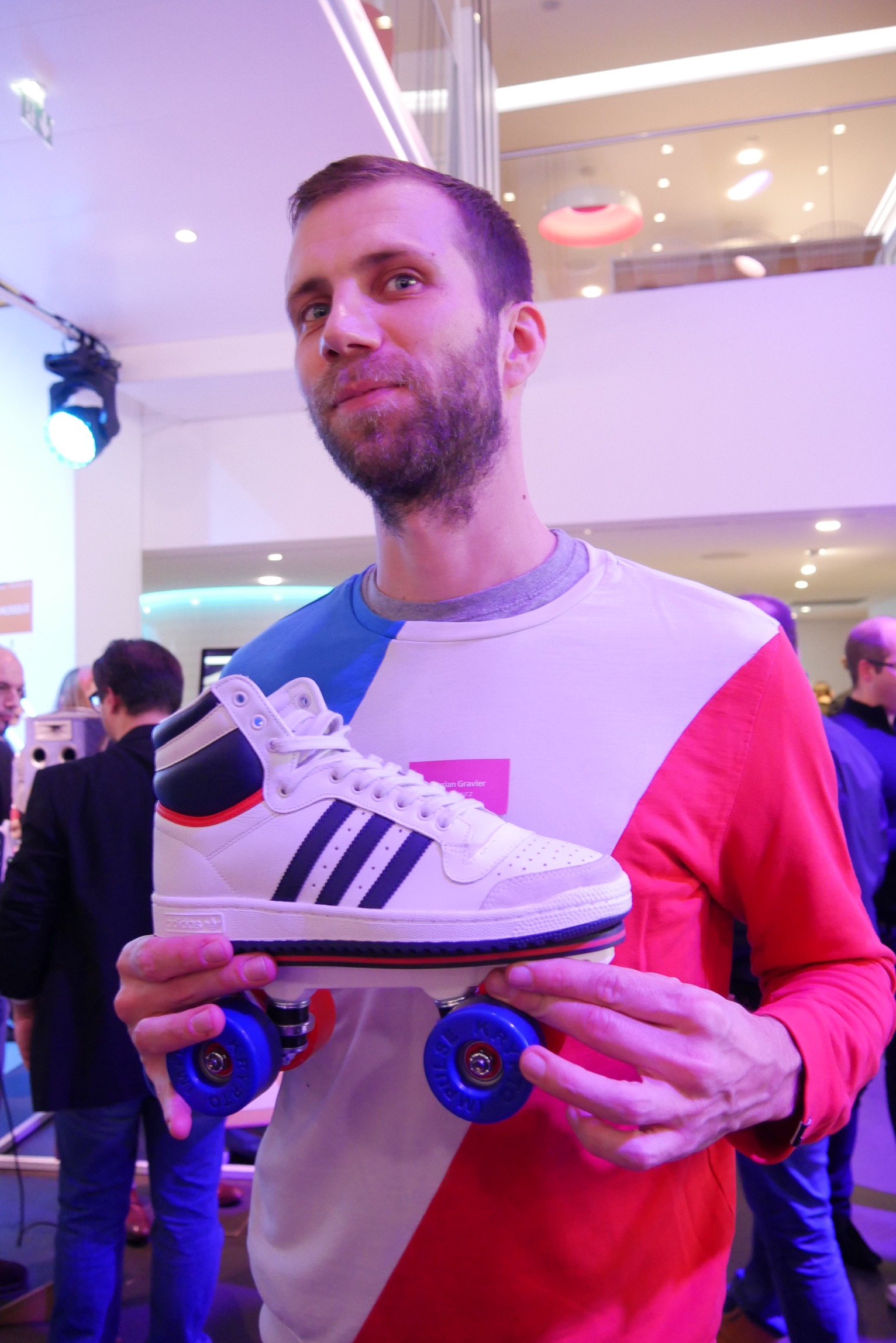 florian-gravier-co-fondateur-flaneurz-danseur-patineur-sneaker-on-wheelz-noel-french-tech-photo-usofparis