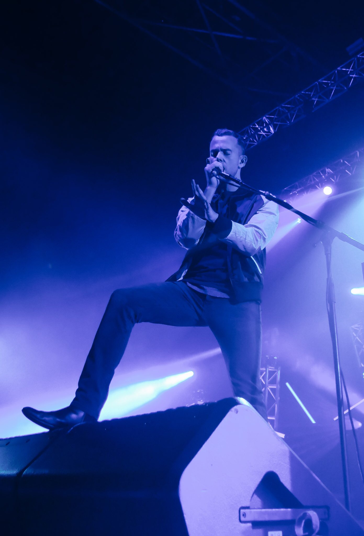m83-anthony-gonzalez-junk-tour-concert-zenith-paris-stage-photo-usofparis-blog