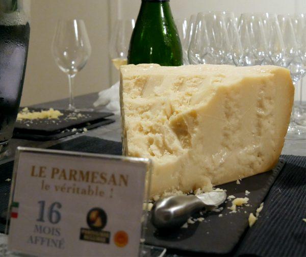 parmesan-16-mois-aop-vache-frissone-champagnes-de-vignerons-idee-apero-avis-photo-by-blog-usofparis