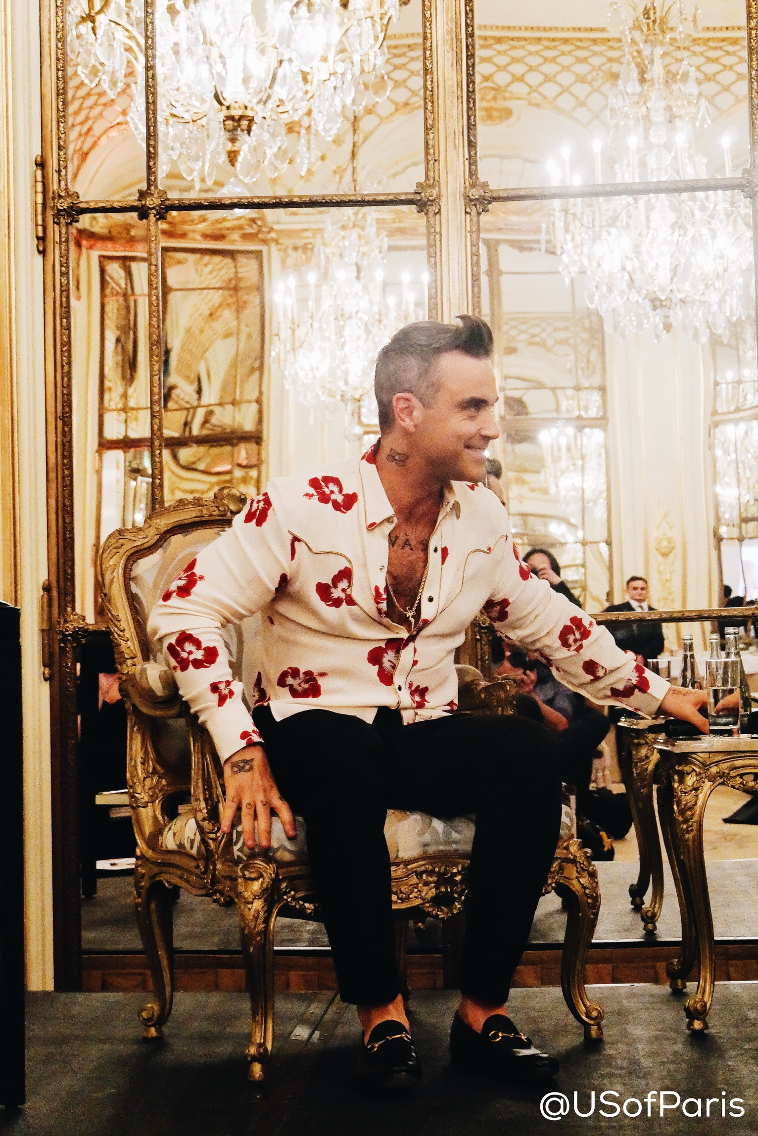 robbie-williams-smile-the-heavy-entertainment-show-album-interview-paris-le-meurice-photo-usofparis-blog