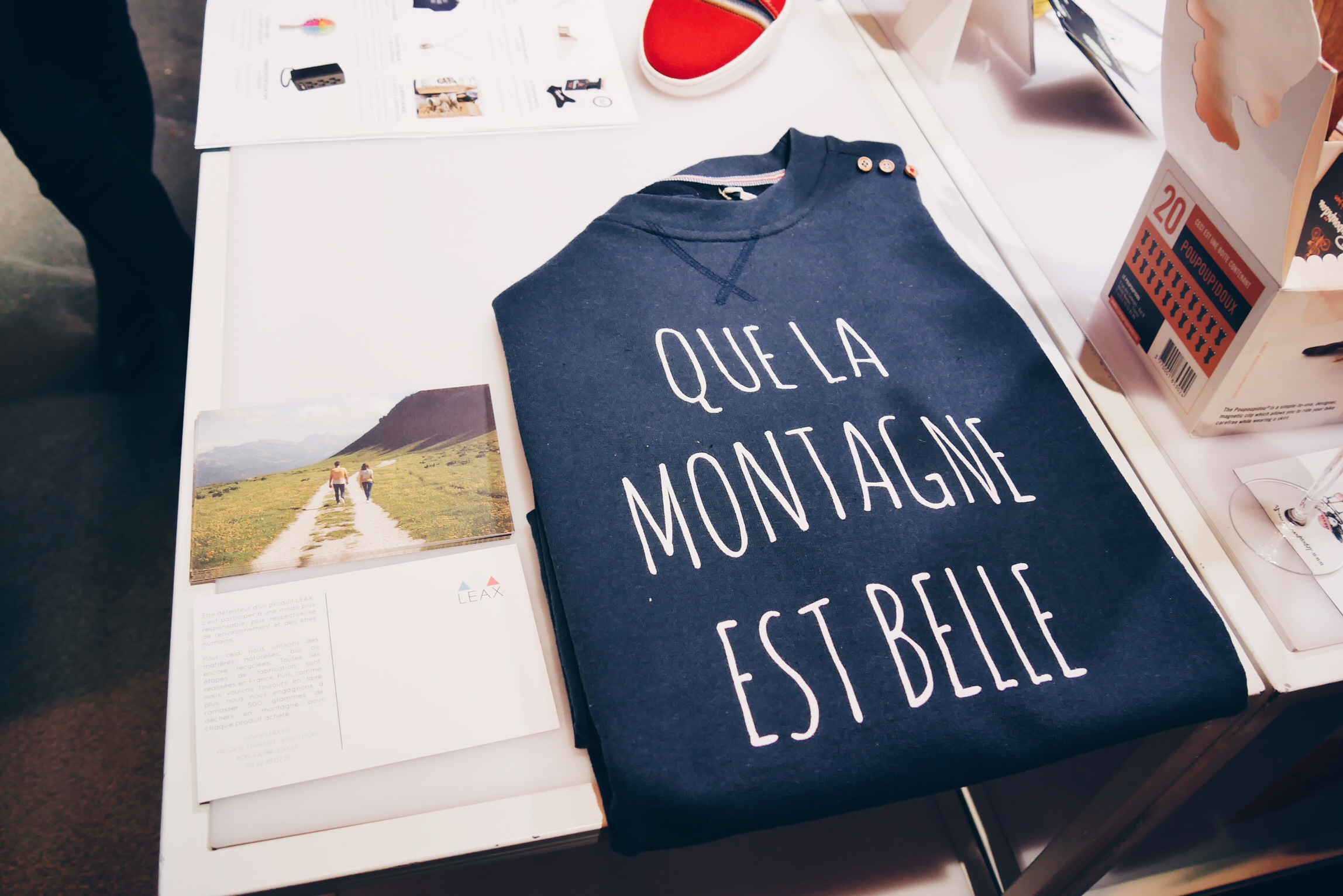 Sweat-shirt-Que-la-montagne-est-belle-Leax-vetement-écoresponsable-made-in-France-Noel-French-Tech-photo-usofparis-blog