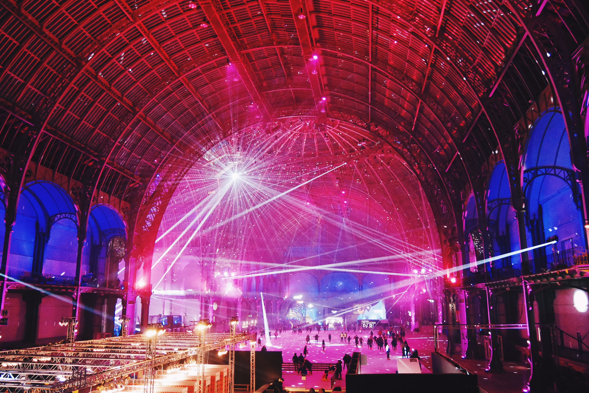 Grand-Palais-des-Glaces-Paris-nef-de-nuit-plus-grande-patinoire-indoor-du-monde-Samsung-Life-Changer-Park-réalité-virtuelle-Gear-VR-photo-usofparis-blog.jpg