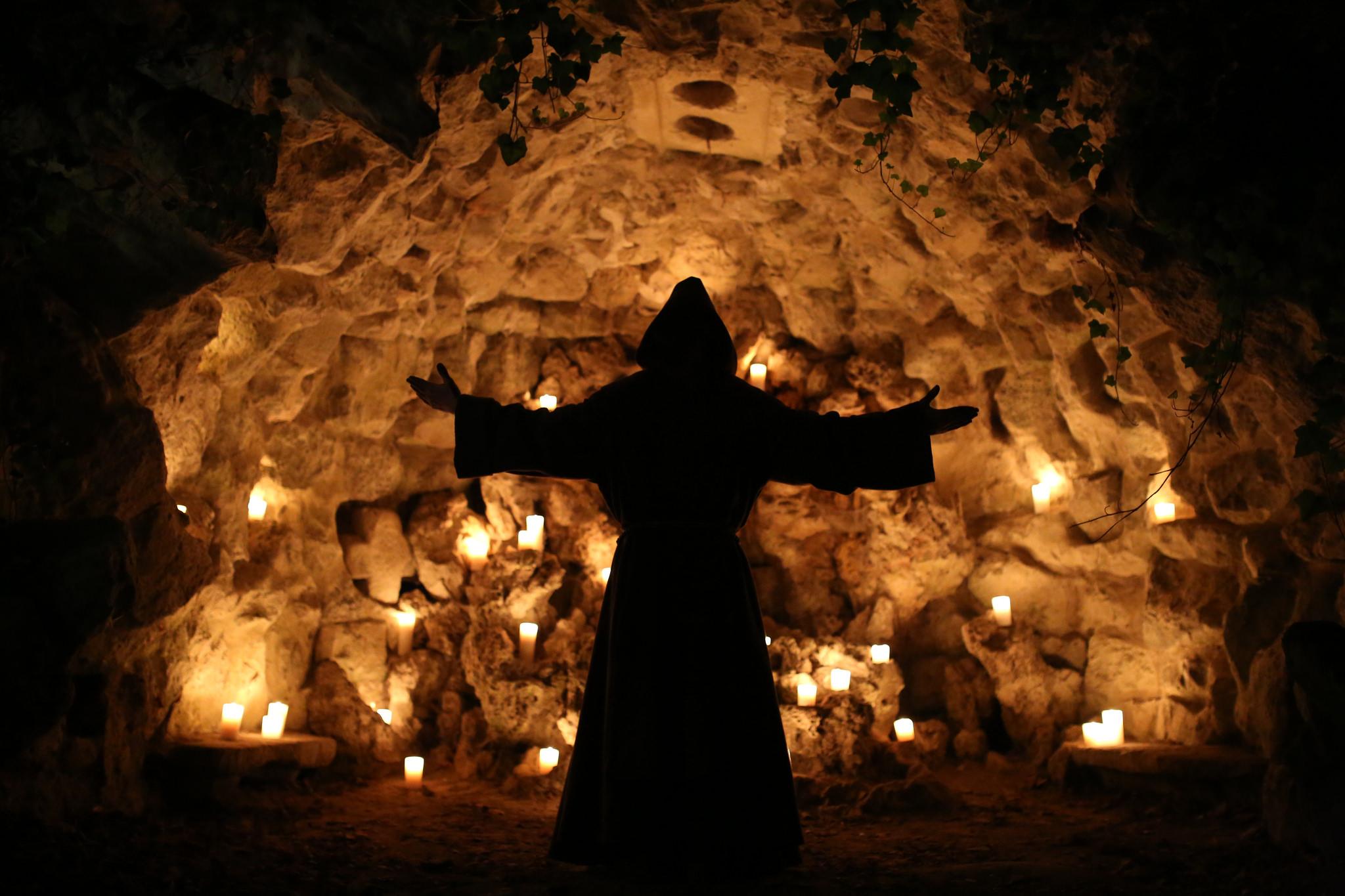 the-last-monastery-agence-wato-soiree-anniversaire-5-ans-paris-secret-moine-grotte-mystique