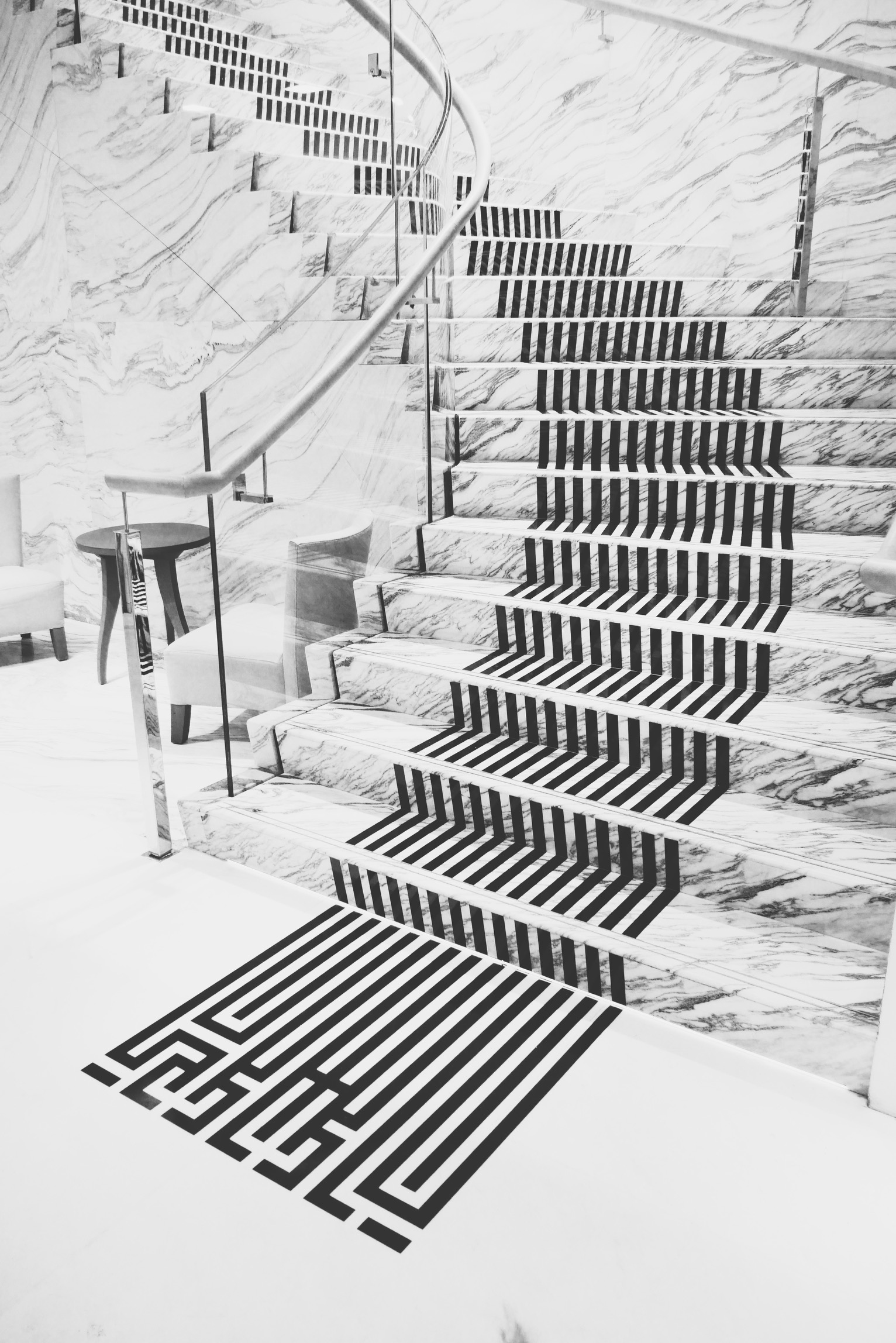 L-Atlas-escalier-Maison-Guerlain-Paris-champs-Elysées-installation-performance-Imperial-Letters-photo-usofparis-blog
