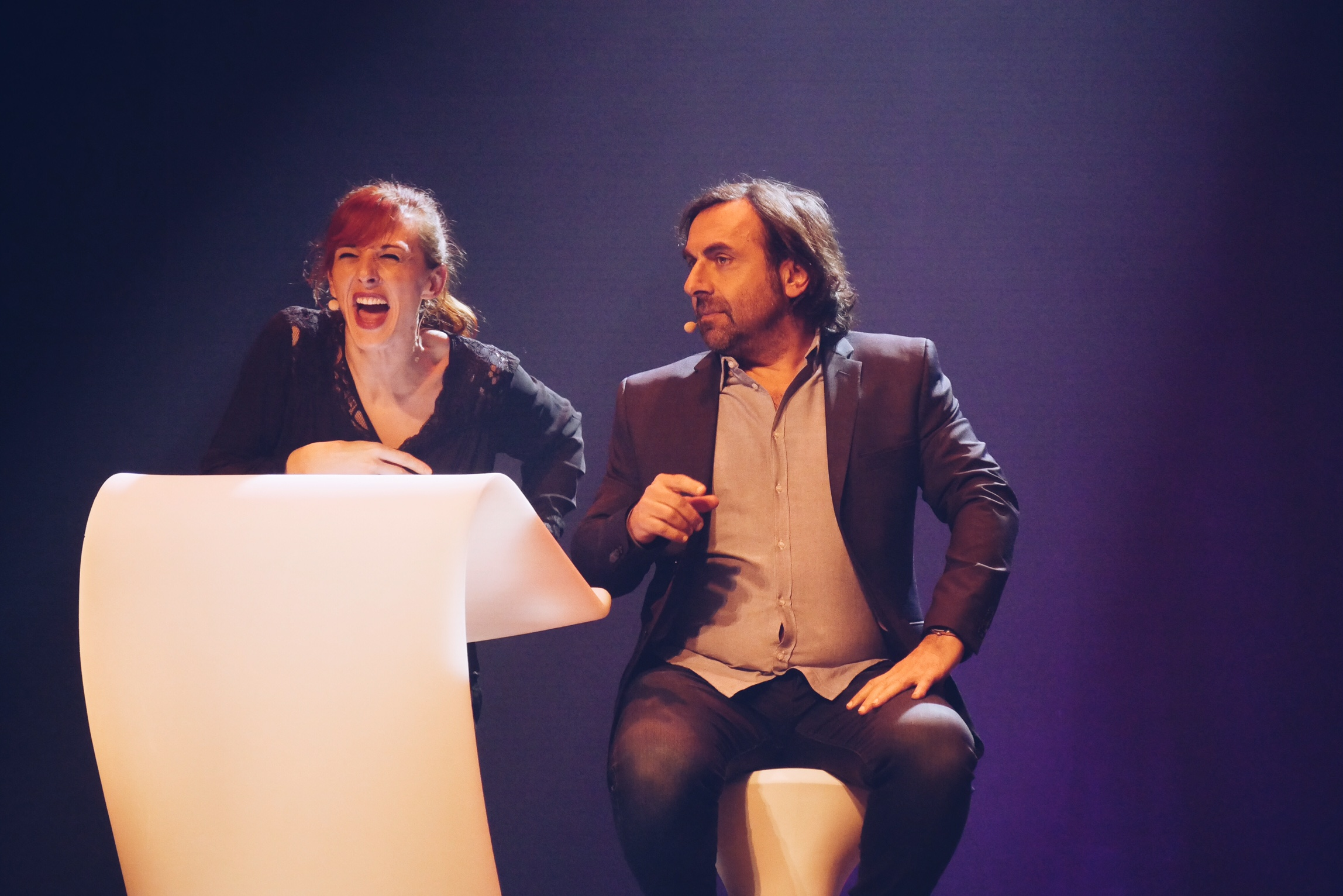 Le-Grand-Showtime-Julie-Muller-et-André-Manoukian-improvisation-Festival-d-Humour-de-Paris-Bobino-photo-usofparis-blog