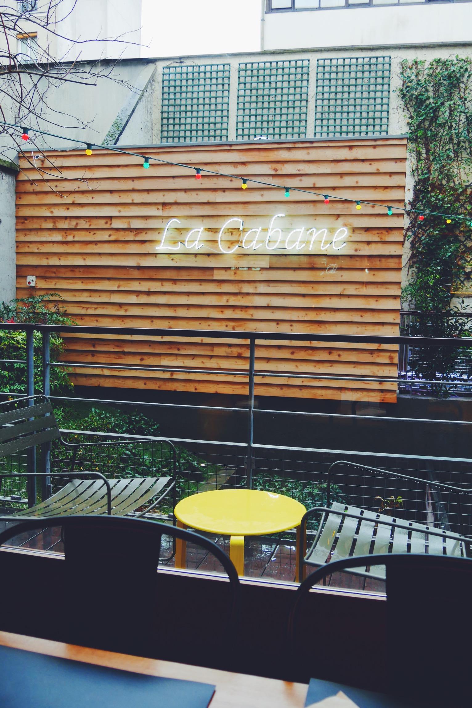 9-Hotel-Montparnasse-Paris-14e-La-Cabane-chambre-en-bois-originale-pour-amoureux-saint-valentin-myroomin-photo-usofparis-blog