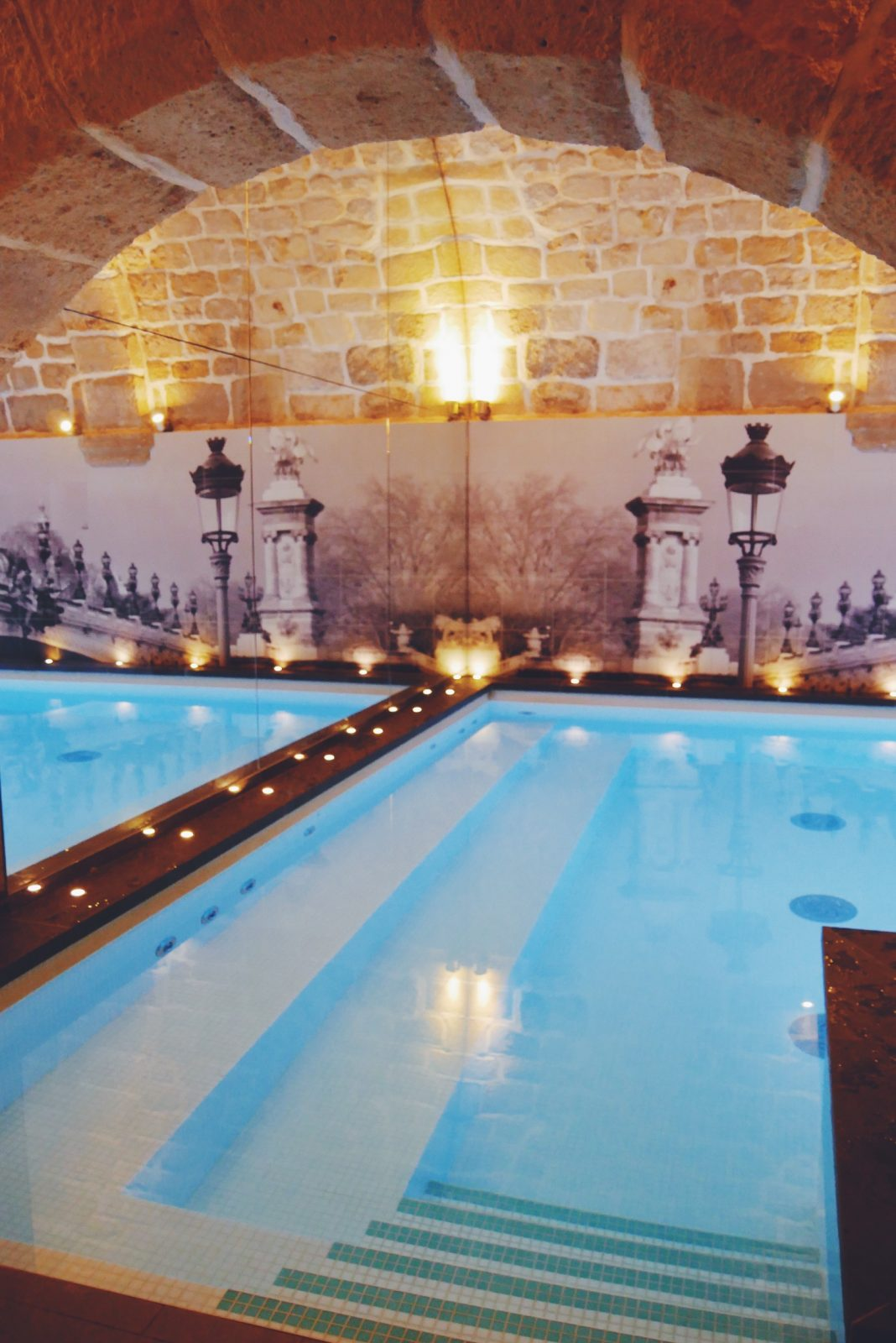 Boutique-Hôtel-La-Lanterne-Quartier-Latin-paris-5e-piscine-intérieure-voute-en-pierre-espace-bien-être-myroomin-photo-usofparis-blog