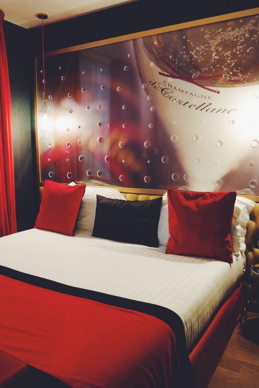 Suite-Champagne-de-Castellane-Hôtel-Les-Bulles-de-Paris-5e-quartier-latin-myroomin-photo-usofparis-blog