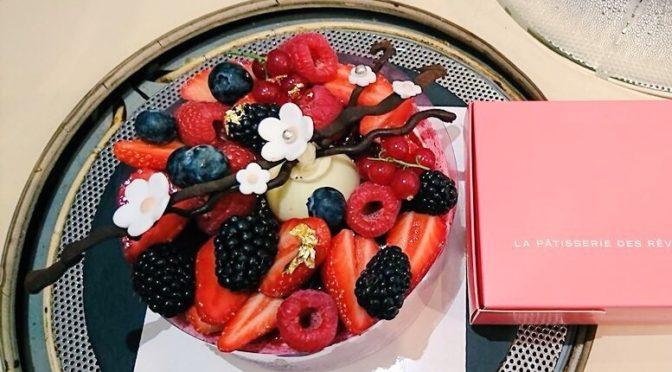 Charlotte aux fruits rouges de la Pâtisserie des rêves : délice à découvrir !