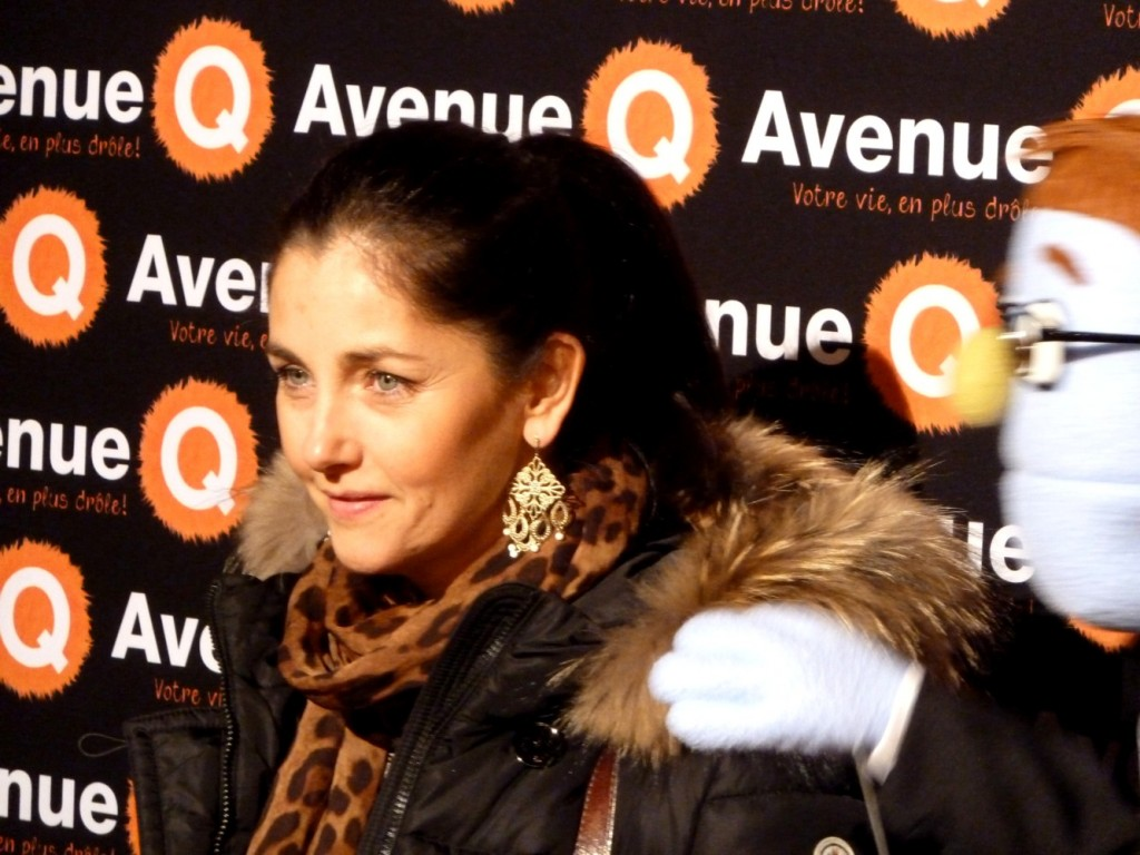 Cristina reali tapis rouge avenue q bobino paris comedie musicale franc e