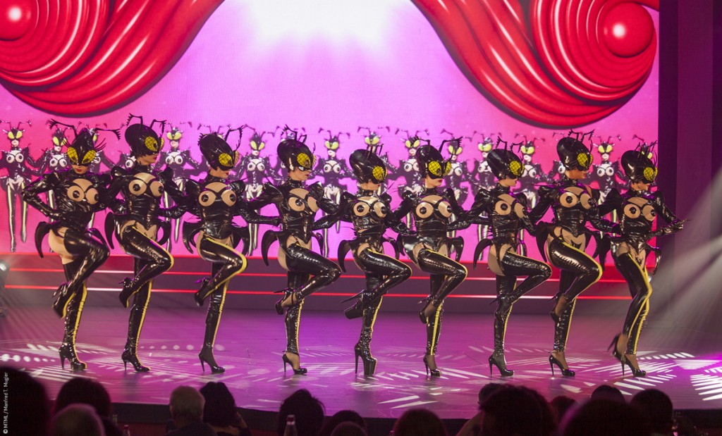 MUGLER FOLLIES 100ème centième Le Comédia Spectacle Manfred Thierry Mugler cabaret live paris show girls numéro glamour Muglerettes