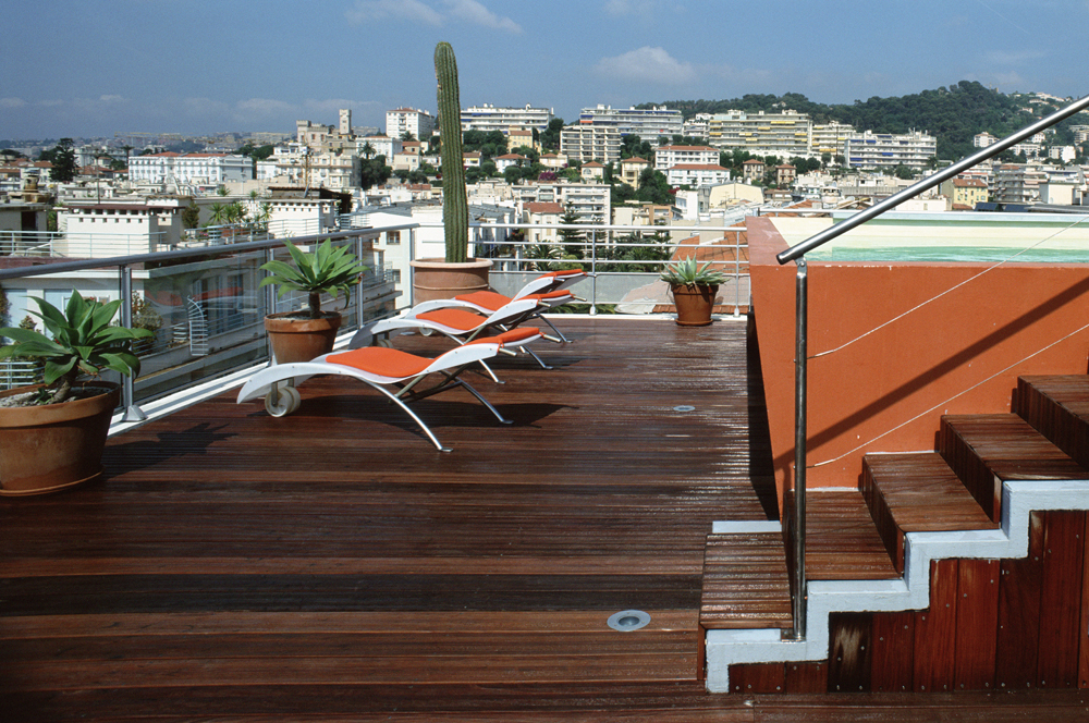 Rooftop pool terrasse piscine Hi Hotel Eco Spa and beach Nice France by Matali Crasset designer - 60 destinations uniques Tempting Places