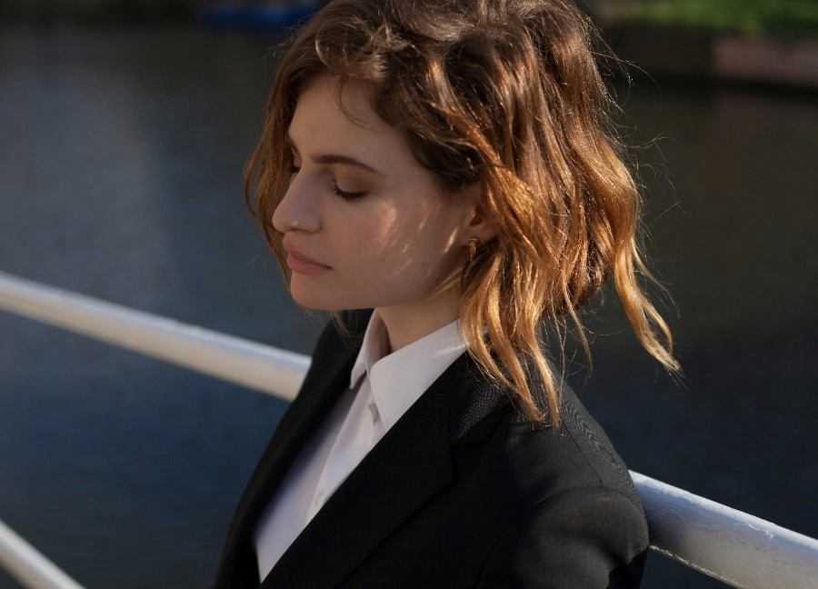 Christine and The Queens chanteuse performeuse premier album Chaleur Humaine beacause musique music photo facebook