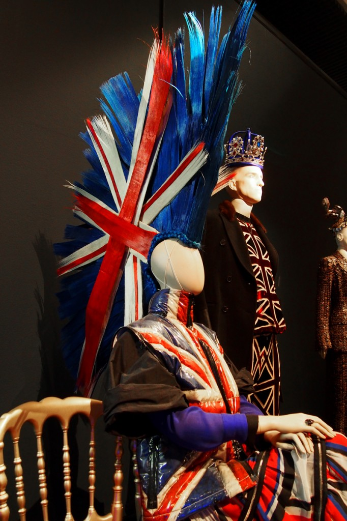 Punk-woman-transparent-bubble-gilet-Union-Jack-prêt-à-porter-autumn-winter-2014-2015-The-Fashion-World-of-Jean-Paul-Gaultier-exhibition-London-Barbican-Centre-exposition-Londres-photo