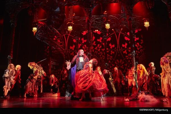 Le Bal des vampires - Comédie Musicale - Théâtre Mogador Paris ©BRINKHOFF-Mögenburg
