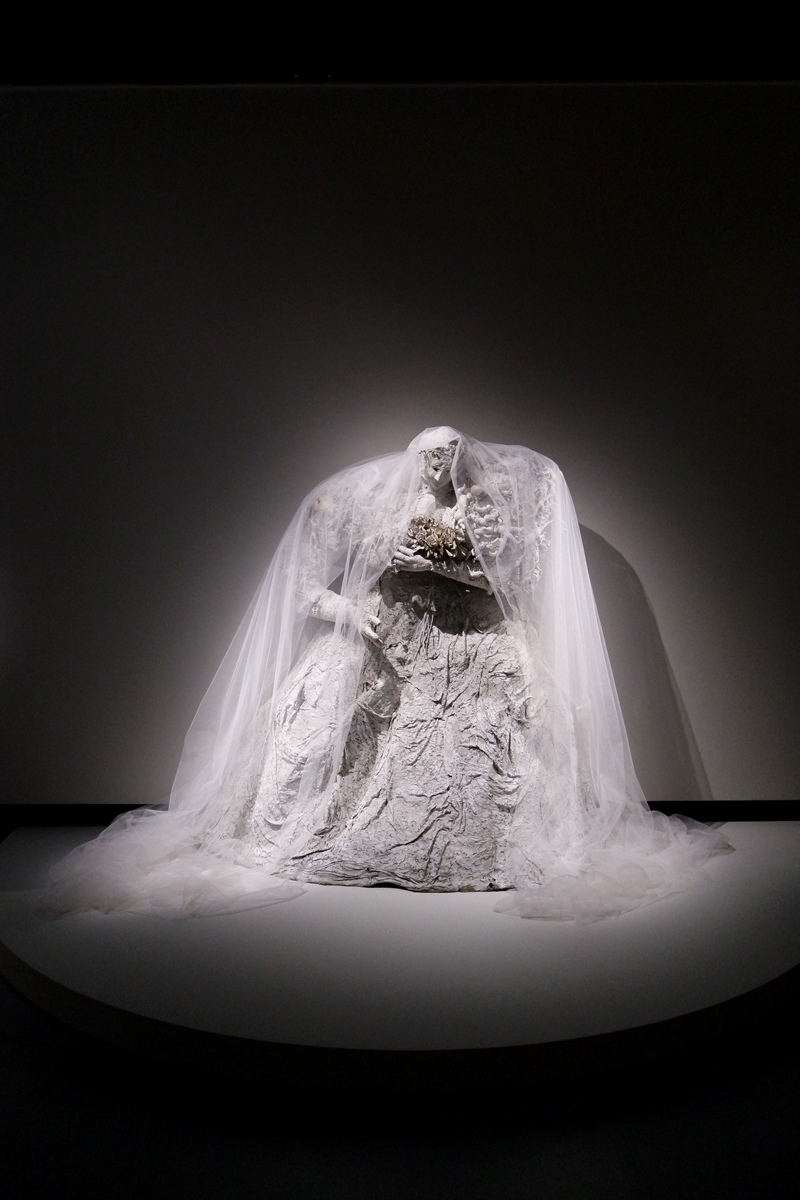 The-Bride-or-miss-havershams-dream-or-when-you-love-somebody-1965-by-Niki-de-Saint-Phalle-Santee-Niki-Charitable-Art-Foundation-exposition-Grand-Palais-photo-by-United-States-of-Paris-blog
