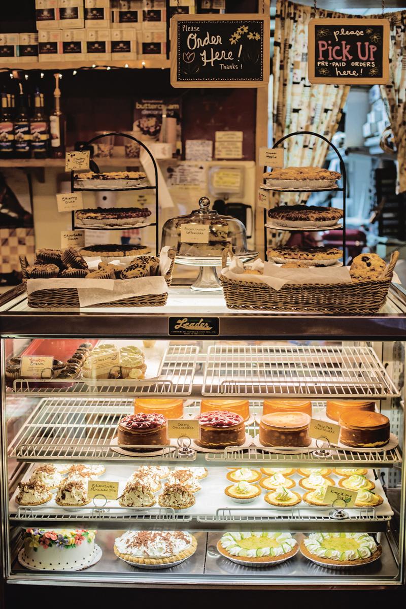 Two Little Red Hens 2th avenue Manhattan bakery desserts food Le New York des new-yorkais Karim Geist Les Guides des éditions du Chêne city tour guide photo by © Alex Ramniceanu et David Brodeur