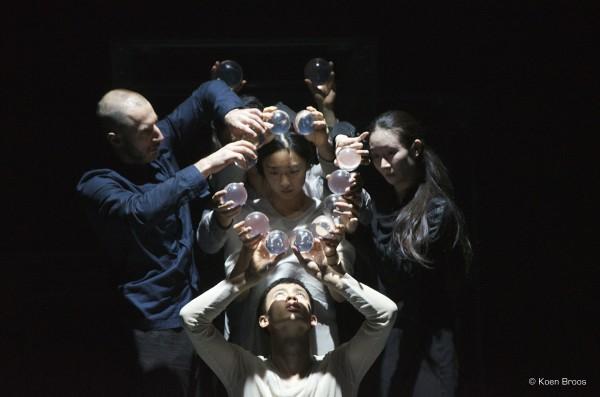 Genesis de Sidi Larbi Cherkaoui Tezuka La grande Halle La Villette Yabin Wang danse live ©Koen Broos