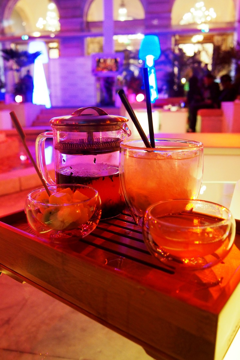 Cocktail Port Louis rhum chaud froid avec mangues The Westin Paris Vendome terrasse Hotel resorts d hiver winter bar photo by United States of Paris Blog