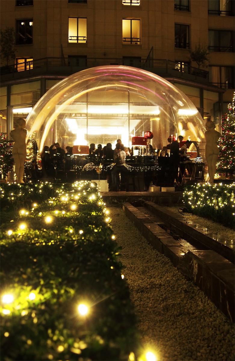 Jardin-patio-andalou-hotel-du-collectionneur-Bulle-bar-éphémère-déjeuner-tea-time-arc-de-triomphe-paris-5-étoiles-nuit-photo-by-United-States-of-Paris-blog