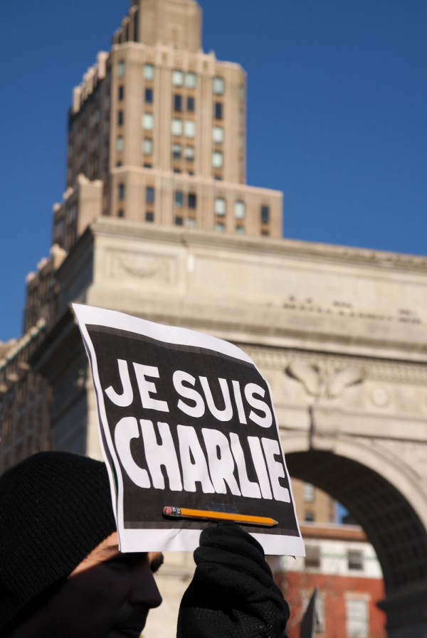Je suis Charlie JeSuisCharlie Charlie Hebdo hommage reccueillement Washingtown Square New York NYC France crayon
