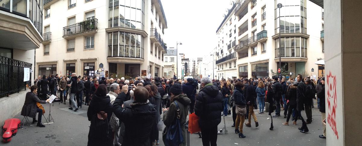 Je suis Charlie JeSuisCharlie siège Charlie Hebdo hommage reccueillement paris