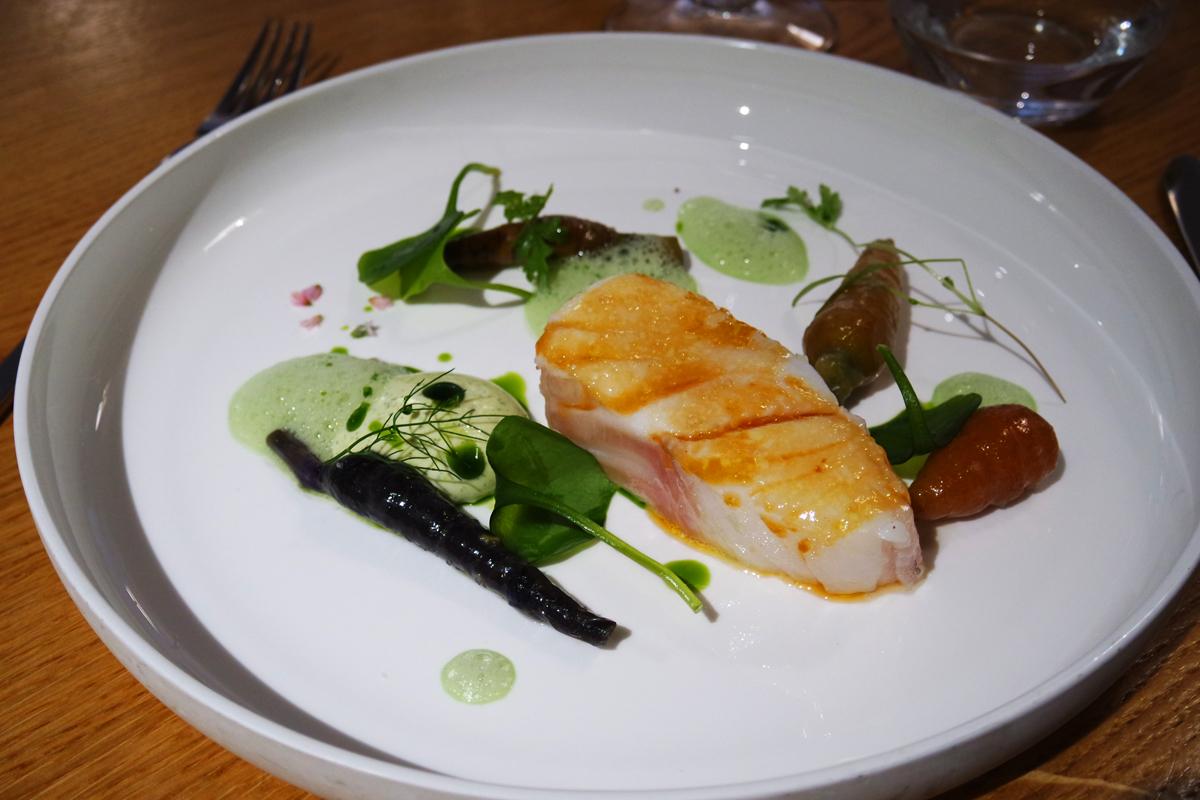 Cabillaud-confit-et-caramélisé-mayonnaise-carotte-émulsion-de-verveine-Restaurant-David-Toutain-chef-7e-paris-déjeuner-menu-églantine-étoile-guide-michelin-photo-by-United-States-of-paris-blog